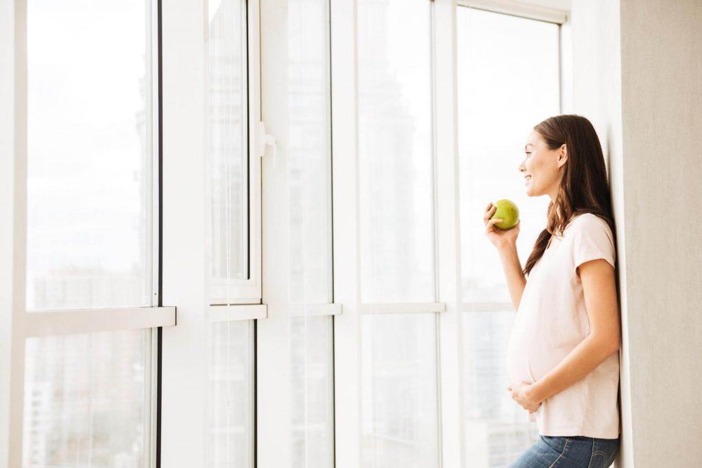 Ябълки за здрави зъби по време на бременност